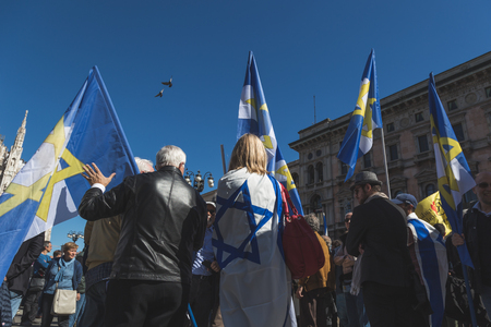 zionist: MILAN, ITALY - APRIL 25: The Jewish Brigade take part in the Liberation Day parade, end of Mussolinis regime and Nazi occupation in 1945 on APRIL 25, 2016 in Milan. Editorial
