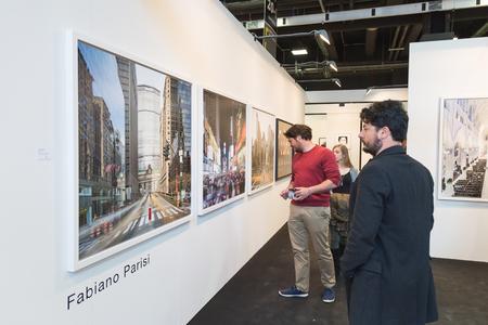 MAILAND, ITALIEN - 29. APRIL: Leute besuchen MIA, internationale Fotografie und bewegliche Bildkunstmesse am 29. April 2016 in Mailand Editorial