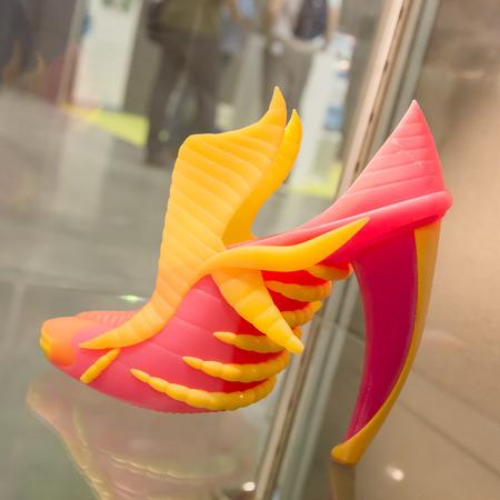 MILANO, ITALIA - 7 GIUGNO 2016: 3D scarpa stampata in mostra alla Technology Hub, manifestazione internazionale per tecnologie innovative e futuristiche che servono le imprese. Editoriali