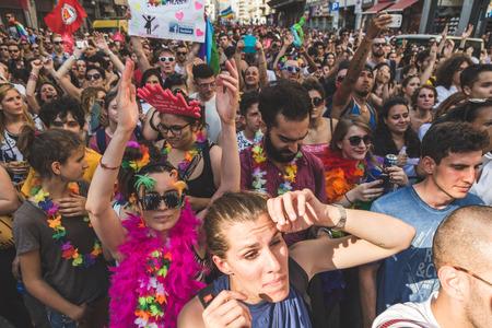 transexual: MILAN, Italia - 25 de junio: La gente en el desfile del orgullo en Mil�n el 25 de junio, 2016. Miles de personas marchan en las calles de la ciudad para el desfile anual del orgullo, reclamando la igualdad y los derechos legales.