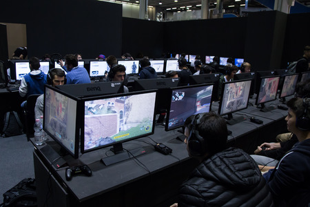 gamers: MILAN, ITALY - OCTOBER 14: People play at Games Week 2016, event dedicated to video games and electronic entertainment on OCTOBER 14, 2016 in Milan. Editorial