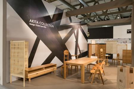 MILANO, ITALIA - 26 GENNAIO: Mobili in legno in mostra a HOMI, salone internazionale della casa e punto di riferimento per tutti gli operatori del settore dell'interior design il 26 gennaio 2018 a Milano.