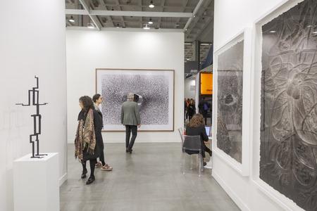 MAILAND, ITALIEN - 13. APRIL: Leute besuchen Miart, internationale Ausstellung der modernen und zeitgenössischen Kunst am 13. APRIL 2018 in Mailand. Editorial