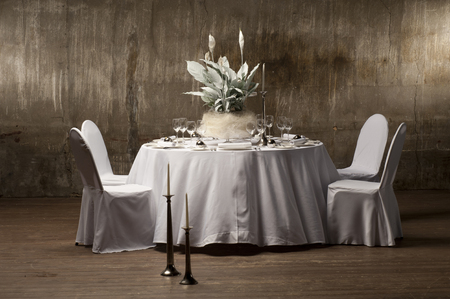 round table: served with a round table with artificial flowers. Stock Photo