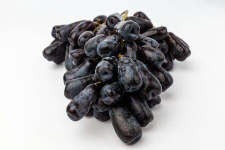 Grains with long grains. High-sugar sapphire grapes. Fresh fruit