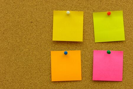 paper pin: Color note paper with color pin on the cork board Stock Photo