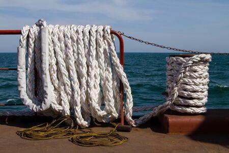 leer: White mooring rope piled on Leer vessel