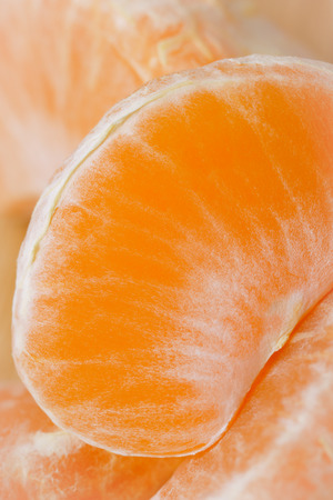 makro: slice of tangerine close-up view from above
