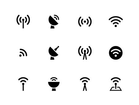 sonido: Radio Tower iconos en el fondo blanco. La tecnología inalámbrica. Ilustración del vector.