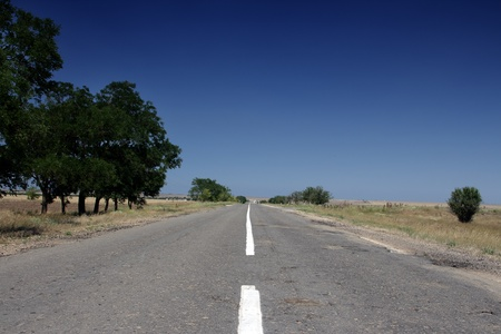 Leere Autobahn auf der Krim in der Ukraine