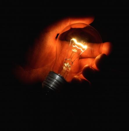 Light bulb in hand Standard-Bild - 16096763