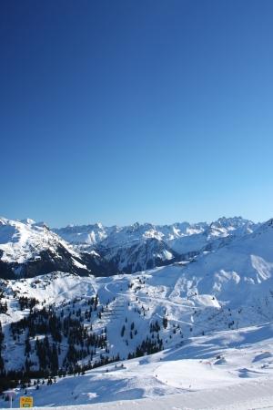 Skigebied in de Alpes in een vallei van Montafon Stockfoto