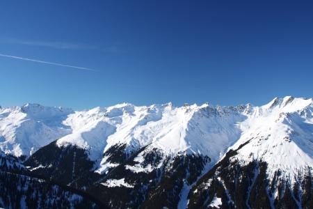 Skigebiet in den Alpen in einem Tal Montafon Standard-Bild - 16099773