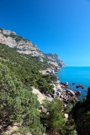 Schöne Aussicht auf die Mittelmeerküste. Standard-Bild - 22044990