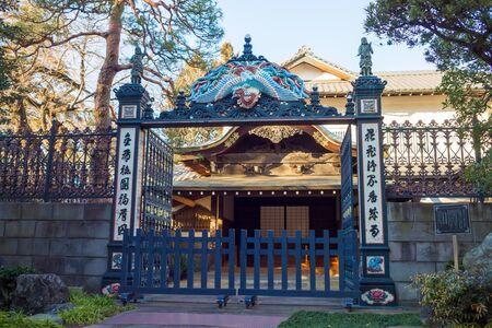 restless: Iron gate of Horinouchi Myoho-ji Temple Editorial