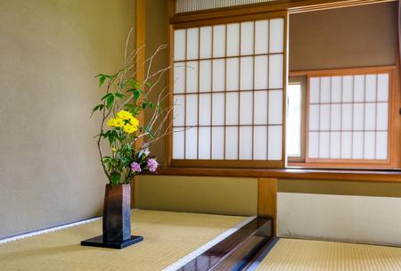 일본식 바닥 창 스톡 콘텐츠
