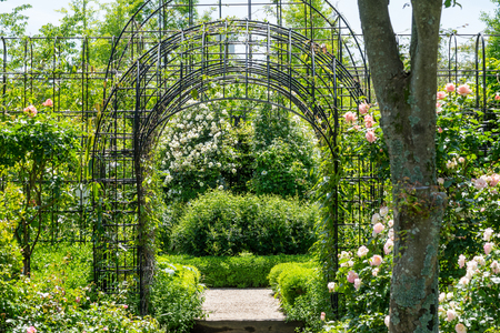 Arch-shaped entrance of the garden