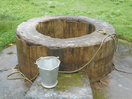 dug well: village dug well Stock Photo