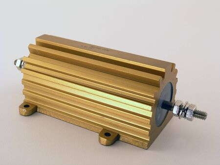 전자 회로에 사용되는 250 와트 전력 저항기