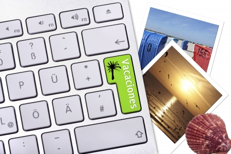 Computer button with label Vacaciones, two photos and a seashell on a white background Standard-Bild