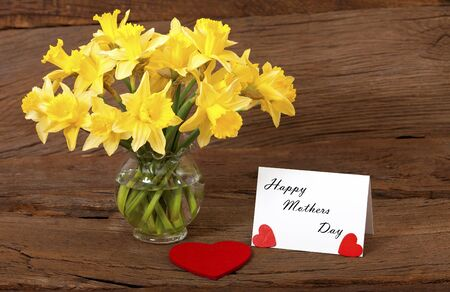 Dear greetings for Mothers Day with a bouquet of daffodils and a white card with the text  Happy Mothers Day  Stock Photo - 17911408
