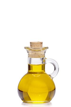 aceite de oliva: Peque�a botella de aceite de oliva con el tap�n de corcho aislado en frente de fondo blanco Foto de archivo