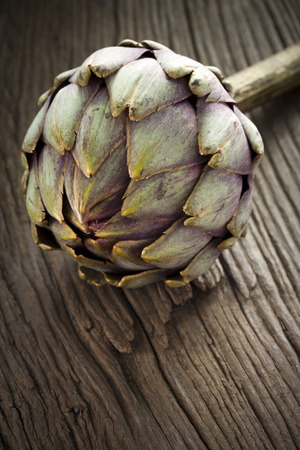 olden: Artichoke with Stem on a olden wooden Board