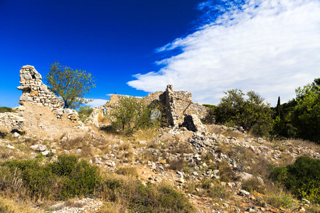 disintegrate: Old disintegrate stone cottage in the hills around Gruissan in South France