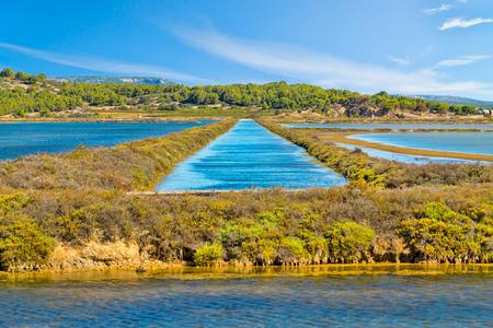 물 채널 - 지중해에서 프랑스 남부의 작은 마을 Gruissan에서 식염수까지의 물 유입구