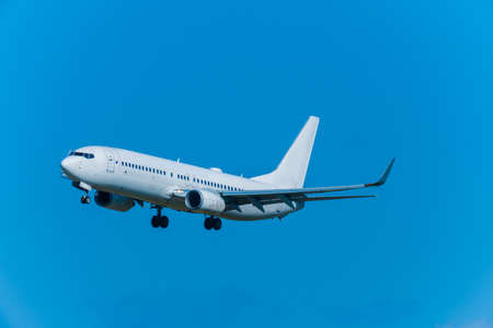 Jets take off and land at Fukuoka Airport Standard-Bild
