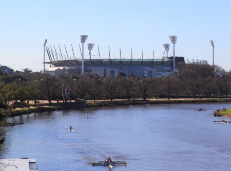 Melbourne Australia- August 31,2013, Locals practising rowing in Yarra river near MCG Melbourne Cricket Ground, Melbourne Australia Stock Photo - 22540905