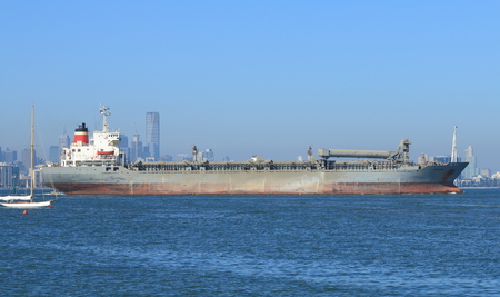 Large tanker leaves Melbourne