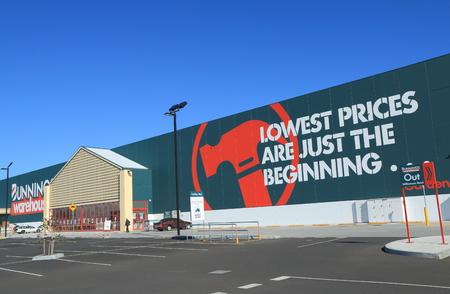 멜버른 오스트레일리아 - 2014 년 4 월 25 일 Bunnings Warehouse 호주 Bunnings Warehouse는 호주 및 뉴질랜드의 상점이있는 호주 최대의 가정용 하드웨어 체인입니 에디토리얼