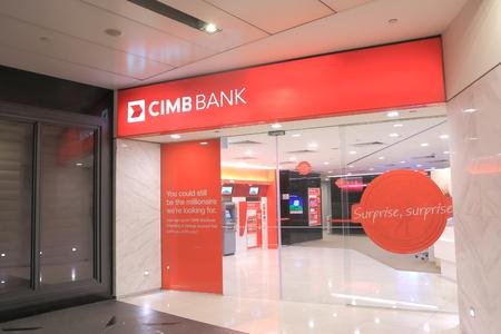싱가포르, 싱가포르 - 2014 년 5 월 26 일 싱가포르 오차드로드에있는 CIMB 말레이시아 은행 지점과 ATM
