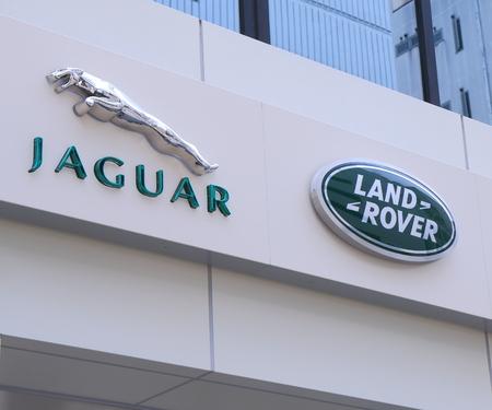 jaguar: Kobe Japón - 02 de junio 2014 Jaguar Land Rover logotipo de la empresa