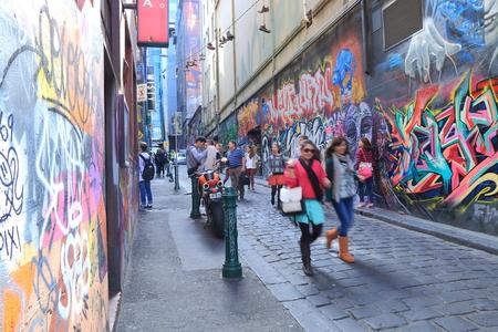melbourne: Melbourne Australia - August 23, 2014: People sightsee Hoiser lane Melbourne