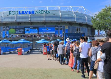 멜버른 호주 -20015 년 1 월 23 일 : 사람들이 호주 오픈 테니스 입구에 큐.