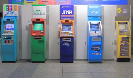 태국 방콕 2015년 4월 20일 : 태국 방콕에서 ATM 현금 인출기.