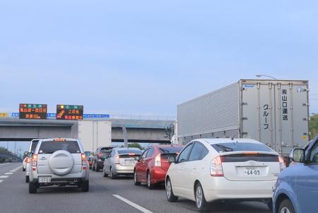 mermelada: Kyoto Japón - 6 de mayo de 2015: Atasco de tráfico debido a un accidente en la carretera Meishin en Japón.