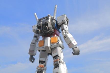東京 - 2015 年 5 月 22 日: お台場のガンダム立像。ガンダムは日本のロボット アクション アニメ シリーズです。 写真素材 - 41894305
