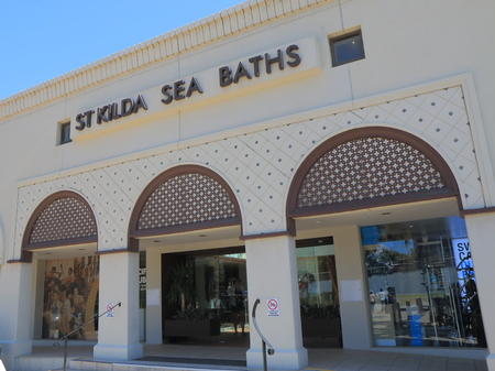 st kilda: Melbourne Australia - December 29, 2015: St Kilda Sea Bath public swimming pool adjoining St Kilda beach. Editorial