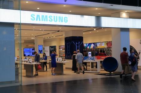 logo samsung: MELBOURNE ÚC - 13 tháng 12 2014: Samsung cửa hàng, Hàn Quốc công ty tập đoàn đa quốc gia.