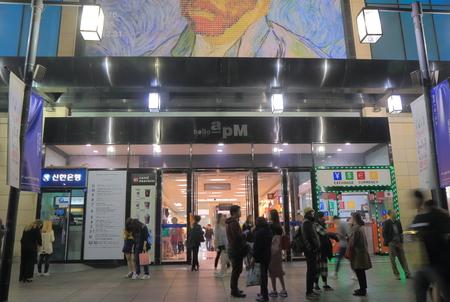 7ba0079105c #73808816 - ソウル、韓国-2016 年 10 月 19 日: 身元不明者訪問ソウルこんにちは APM ショッピング モール。