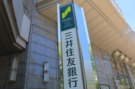 요코하마 일본 - 2017 년 5 월 29 일 : 미쓰이 스미토모 은행. Mitsui Sumitomo Bank는 유 라쿠 쵸 도쿄에 본사를 둔 일본 은행으로 일본에서 가장 큰 은행 중 하