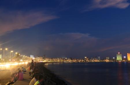 뭄바이 시내 마린 드라이브 밤 풍경 인도