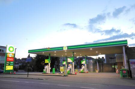 ロンドンイングランド - 2019年6月6日:BPガソリンガソリンスタンドロンドン英国
