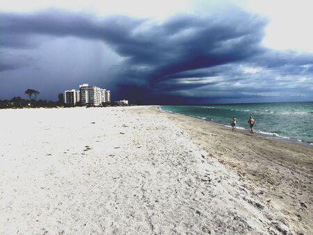 양조 폭풍우! 베니스 비치, 플로리다 스톡 콘텐츠