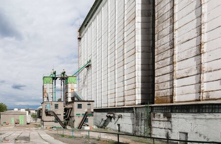 Farming elevator and granary 版權商用圖片