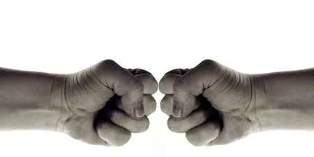 pugno isolato su bianco, segno mano della guerra, del potere e dei conflitti, ma anche simbolo di arti marziali Archivio Fotografico