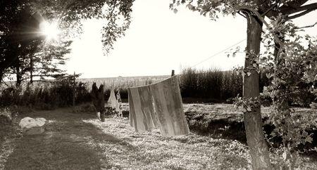 lavar la ropa limpia y seca. exterior en verano  Foto de archivo - 5779107
